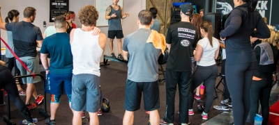 ​What is the best option between a private coach and group classes?